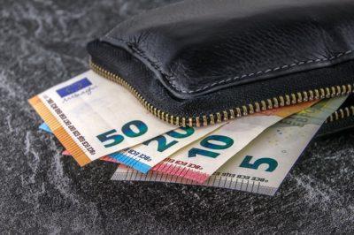 Geldbeutel mit Geldscheinen